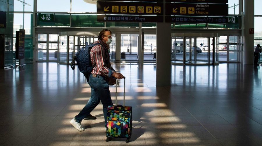 EU executive urges relaxation of travel restrictions for tourists vaccinated this summer