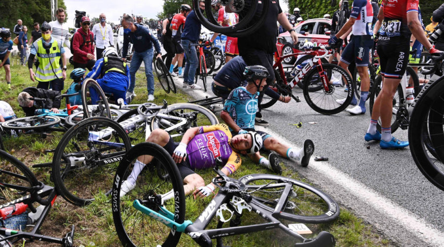 A spectator at the origin of the chaotic accident of the Tour de France arrested