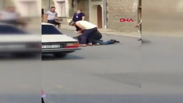 This is how the doctor who was wounded by the gun neutralizes the aggressor! These moments are filmed