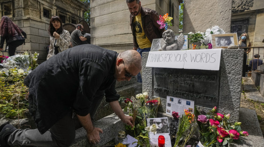 50 years after his death, fans pay homage to Jim Morrison in Paris