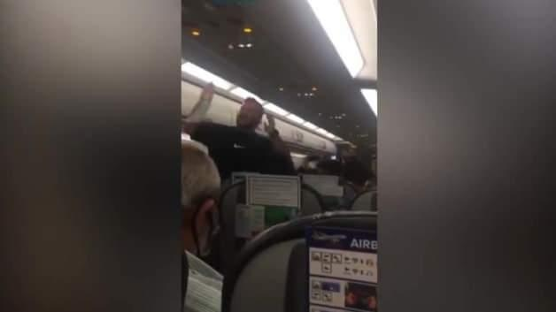 Big crisis on the plane! The passengers revolted.