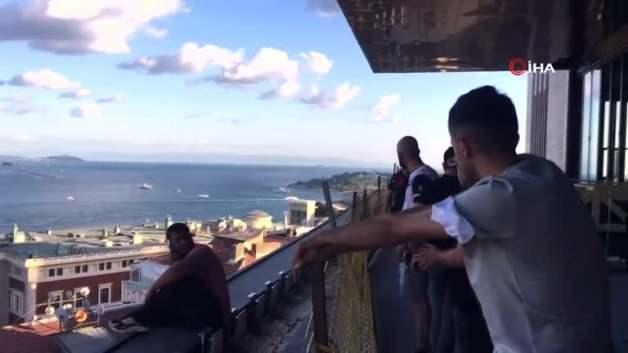 Breathtaking moments on the 13th floor! Life-saving police intervention in front of the camera