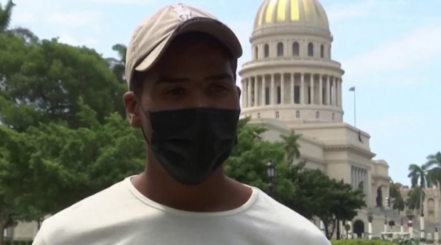 Cuban resident accuses government of internet malfunctions