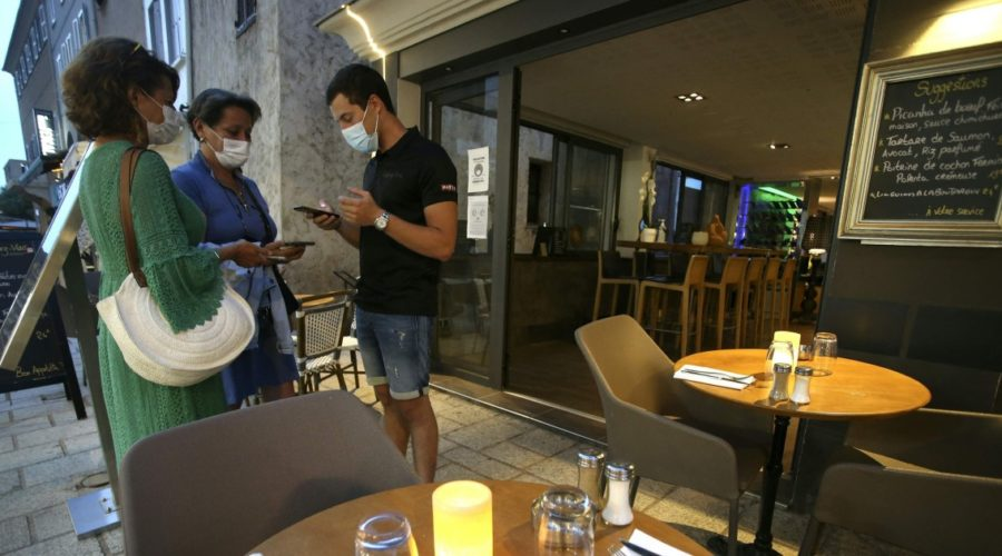French Parliament approves Covid pass restaurant, vaccine rules