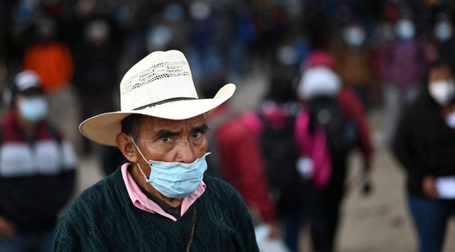 In Guatemala, thousands of people demonstrate and demand the resignation of the president
