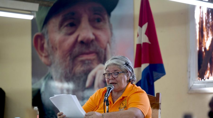 They love their jobs, read to cigar workers in Cuba