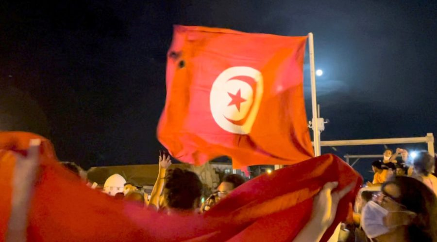 Tunisian democracy in crisis after the overthrow of the government